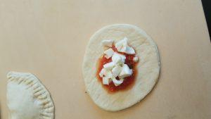 ripieno di pomodoro e mozzarella dei panzerotti