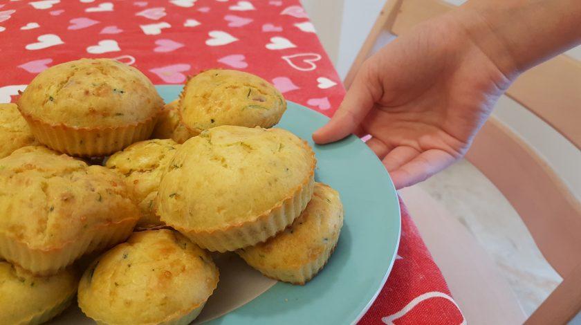 muffin zucchine in un piatto